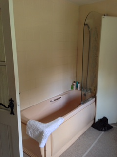 Chiseldon bathroom before work began.